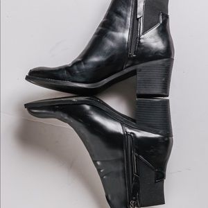 Ankle boots with chunky heels and side zippers.